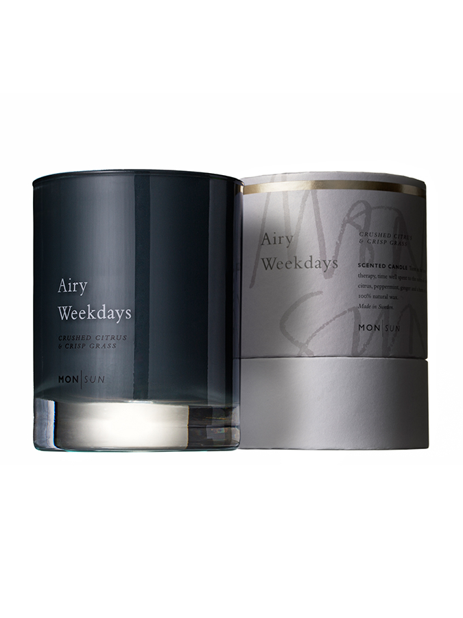 Airy Weekdays Mineral & Moist Scented Candle 210g